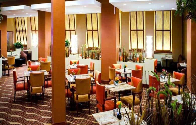 Crowne Plaza River Oaks - Restaurant - 11