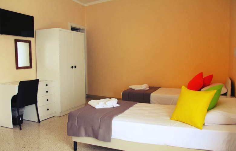Mavina Hotel & Apartments - Room - 5