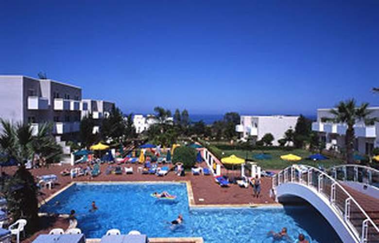 Paramount Hotel Apts. - Pool - 6