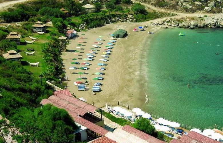 Merit Crystal Cove - Beach - 7