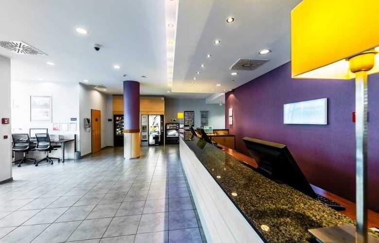 Holiday Inn Express Berlin City Centre - General - 14