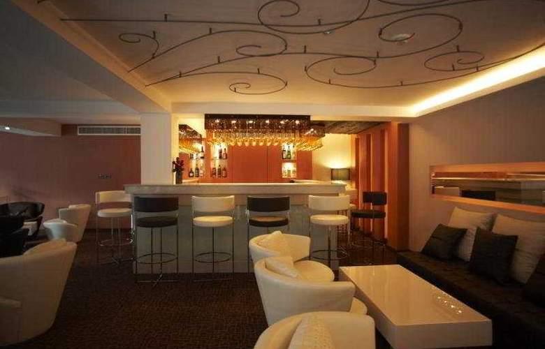 S Sukhumvit Suites Hotel - Bar - 10