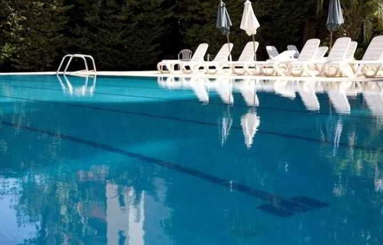 The Cosmopolitan Hotel - Pool - 10