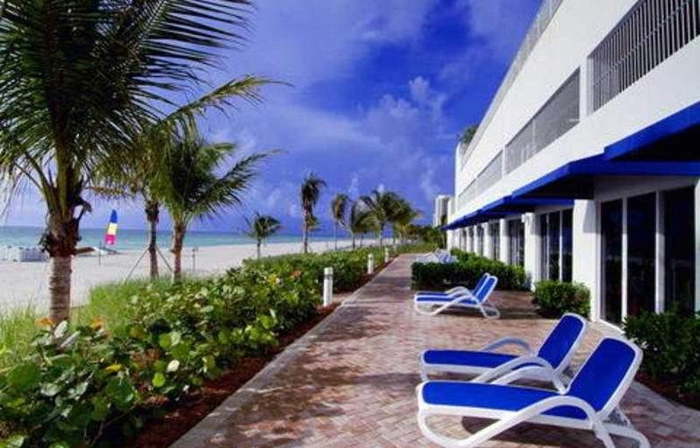 Trump International Beach Resort Miami - Terrace - 9