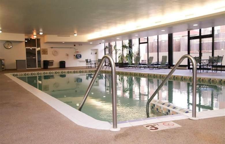 Best Western Woods View Inn - Pool - 92