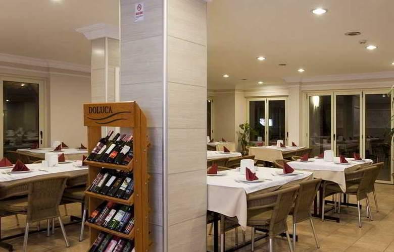 Remi Hotel - Restaurant - 9
