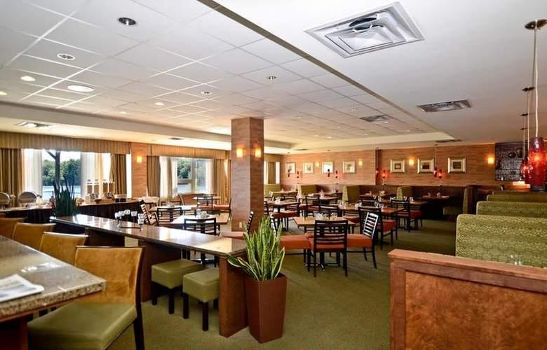 Best Western Chocolate Lake Hotel - Restaurant - 6