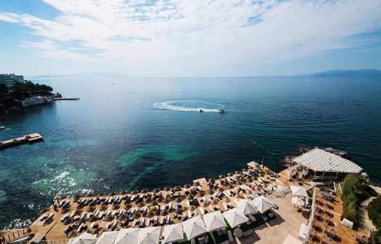 Charisma De luxe - Beach - 28