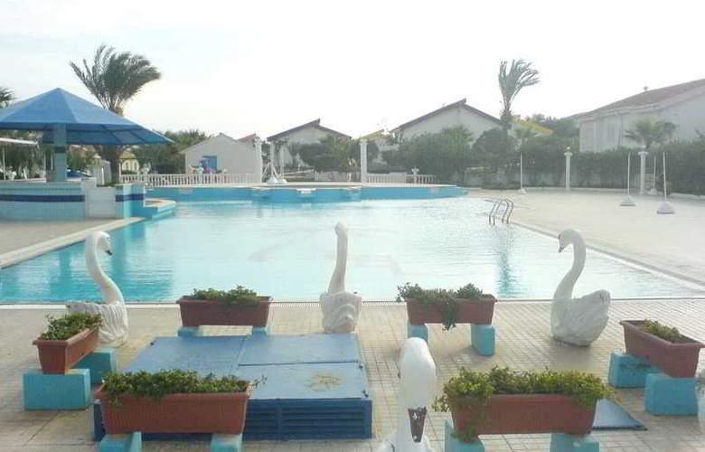 Long Beach Hotel and Villas - Pool - 3