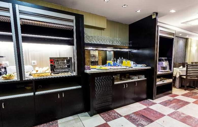 Apartamentos Torreluz - Bar - 12
