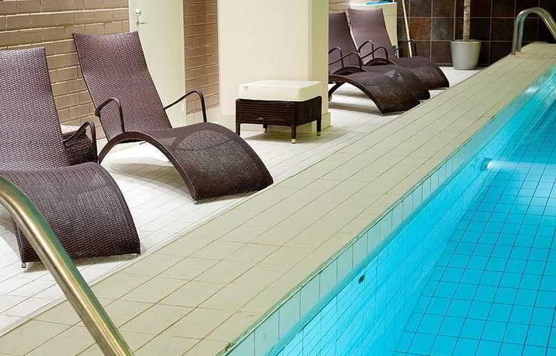 Radisson Blu Hotel - Pool - 6