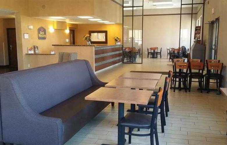 Best Western Ambassador Inn & Suites - Hotel - 55