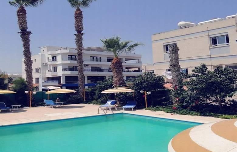 Sunflower Hotel Apts - Pool - 8