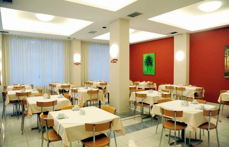 Elena - Restaurant - 9