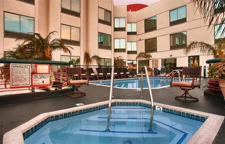 Best Western Plus Suites Hotel - Pool - 60