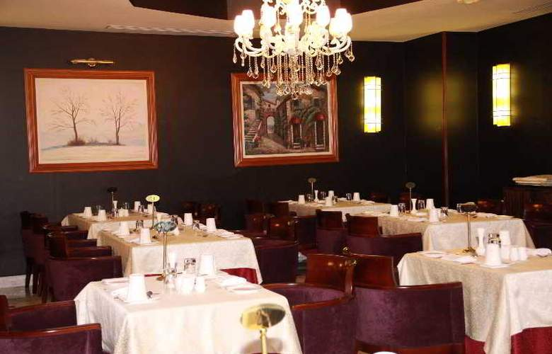 Oasis - Restaurant - 17
