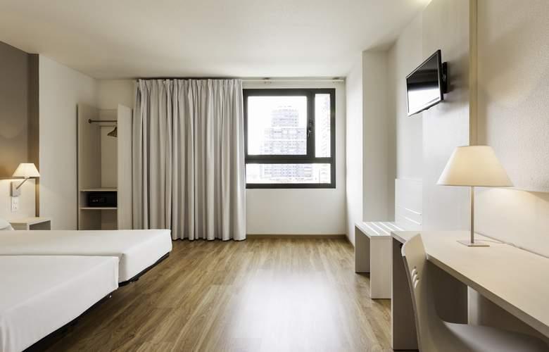Ilunion Valencia 3 - Room - 9