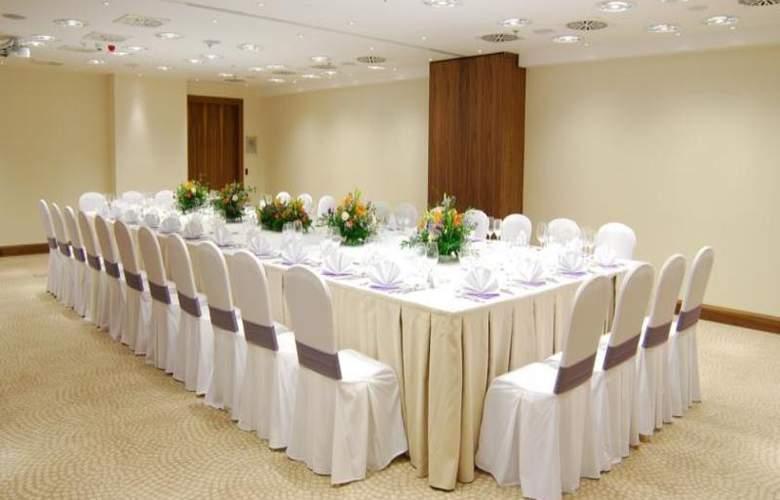 Hilton Garden Inn Rzeszow - Conference - 12