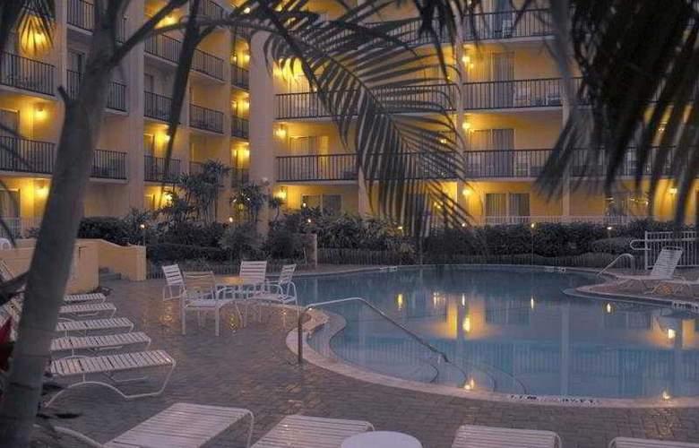 Doubletree Tampa Westshore - Pool - 4