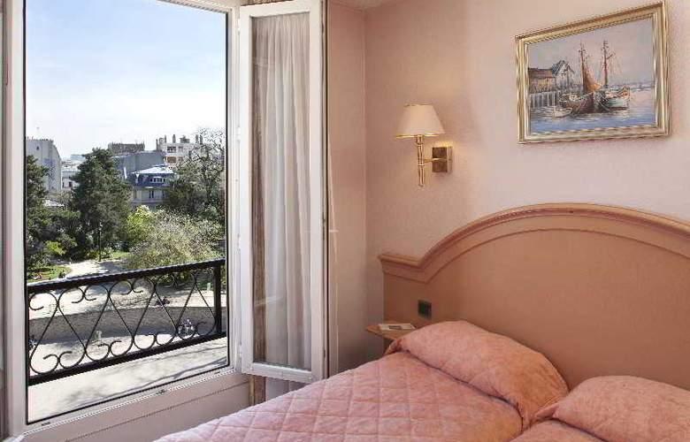 Des Arenes - Room - 13