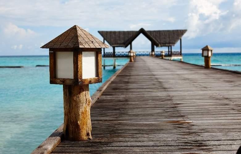 Palm Beach Resort & Spa Maldives - Hotel - 8