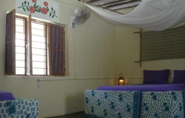 Twisted Palms Lodge & Restaurant - Room - 11