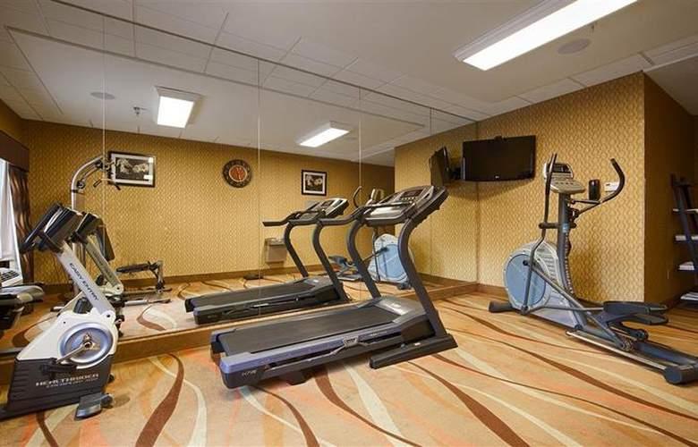 Best Western Plus Jfk Inn & Suites - Sport - 39