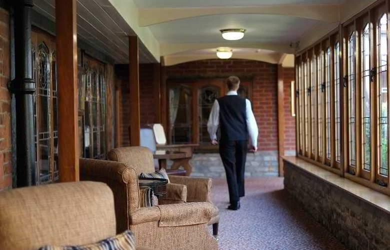 Macdonald Alveston Manor - Restaurant - 14