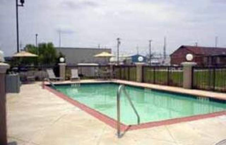 Comfort Suites (Southaven) - Pool - 4