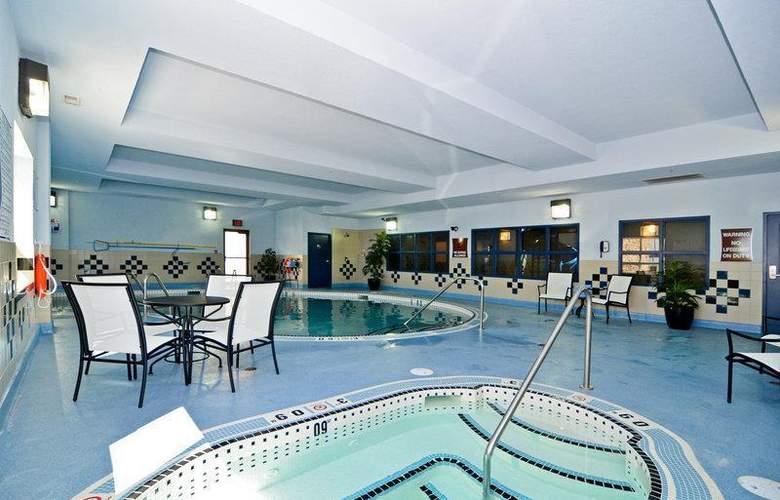 Best Western Freeport Inn & Suites - Pool - 66