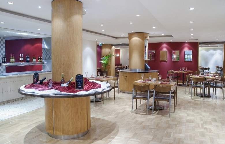 Holiday Inn London Gatwick Airport - Restaurant - 5