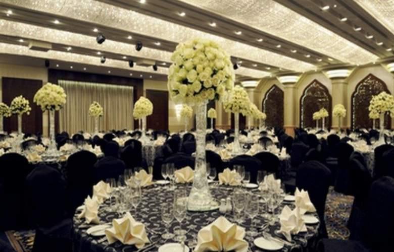 Crowne Plaza Deira - Restaurant - 38