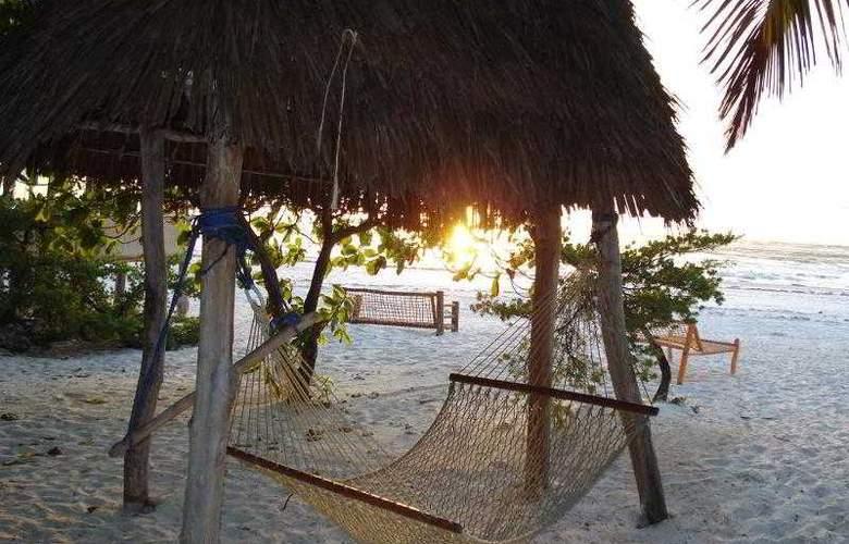 Twisted Palms Lodge & Restaurant - Hotel - 0