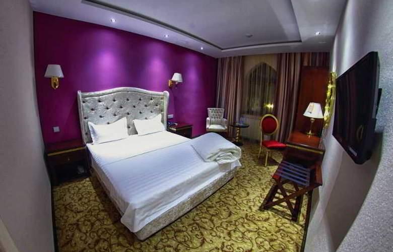 Emir Han - Room - 6