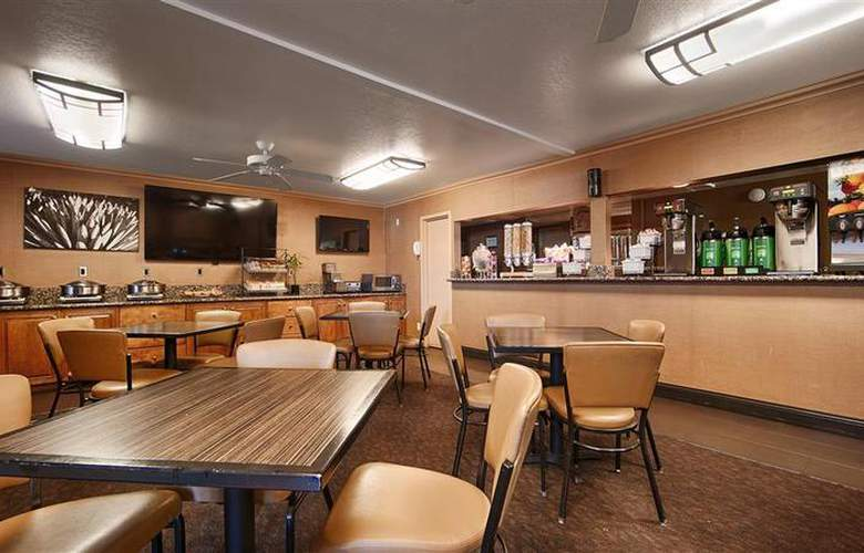Best Western Plus Innsuites Phoenix Hotel & Suites - Restaurant - 86