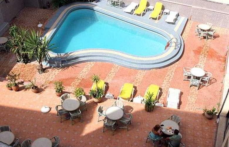 De La Corniche - Pool - 3