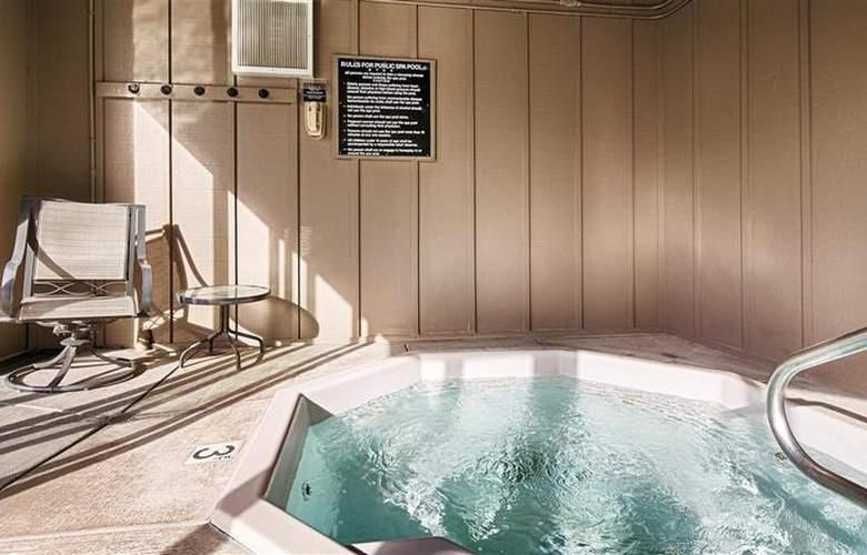 Best Western Greentree Inn - Pool - 83