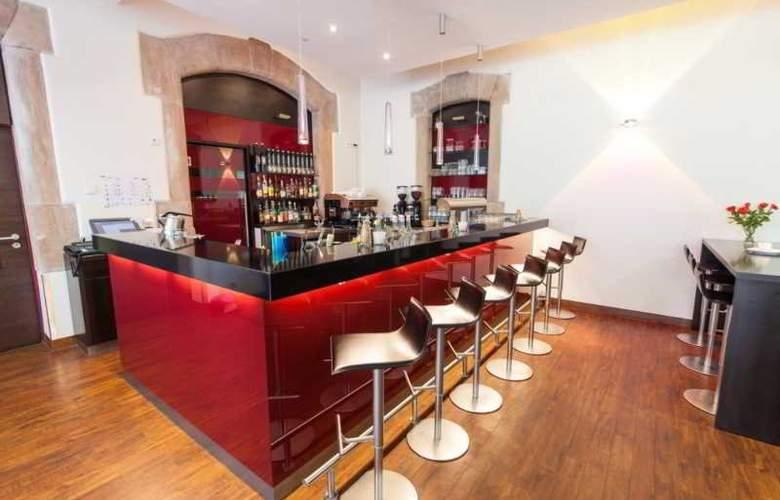 Novina Tillypark Hotel - Bar - 3