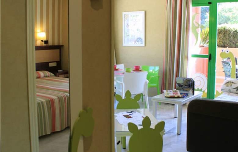 Holiday Palace - Room - 8