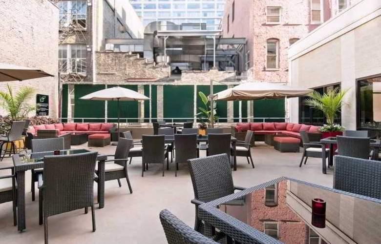 Hampton Inn & Suites Chicago-Downtown - Terrace - 4