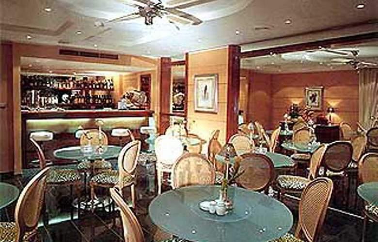 G.R Louis - Restaurant - 4