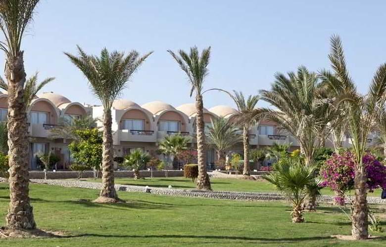 Three Corners Sea Beach Resort - Hotel - 4