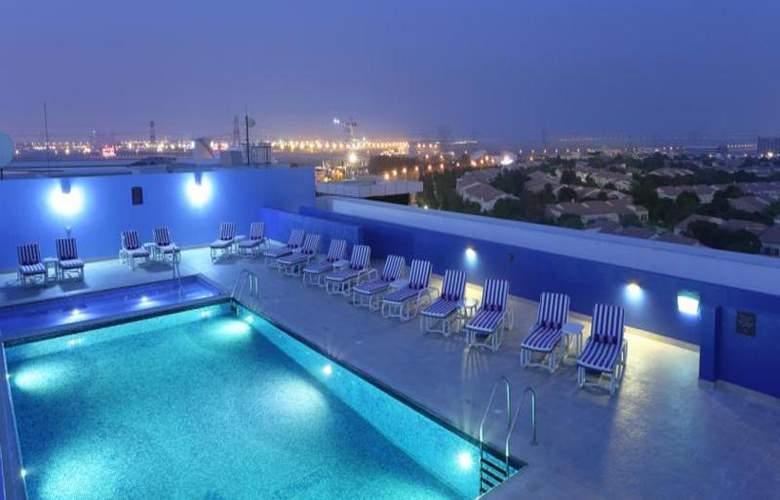 Premier Inn Dubai Investments Park - Pool - 16