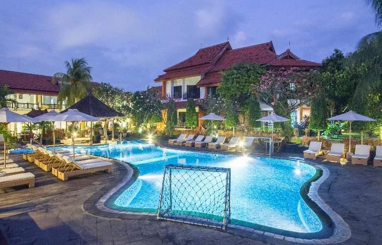 Sol House Kuta Bali - Pool - 14