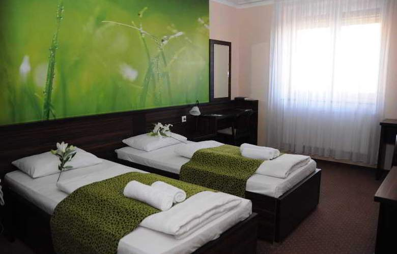 Green Hotel Budapest - Room - 15