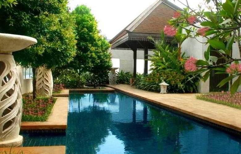 The Ritz-Carlton Kuala Lumpur - Pool - 4