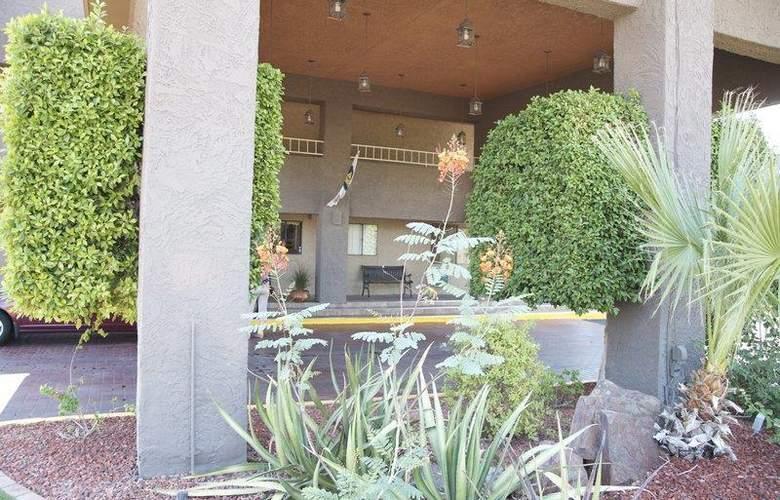 Best Western Plus Innsuites Phoenix Hotel & Suites - Hotel - 10