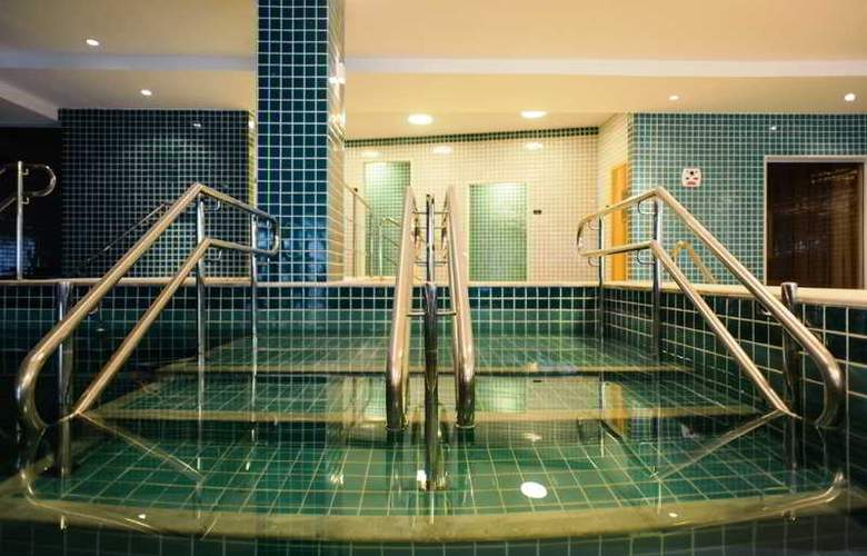 Promenade Link Stay - Pool - 14