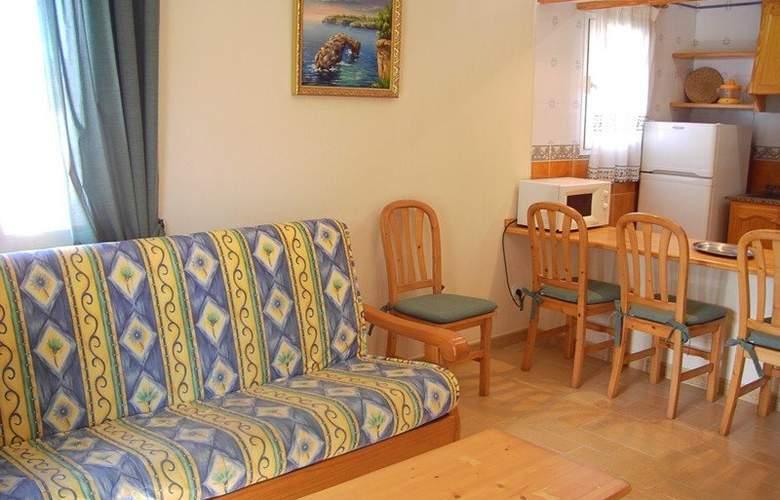 Apartamentos Punta Prima - Room - 5