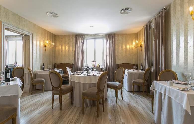 Grand Palladium Palace Ibiza Resort & Spa - Restaurant - 35